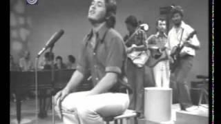 שלמה ארצי - שיר בבוקר בוקר (פתאום קם אדם) בהופעה